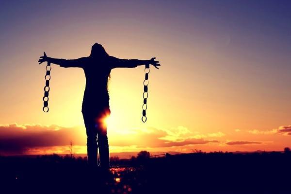 Do internamento a liberdade